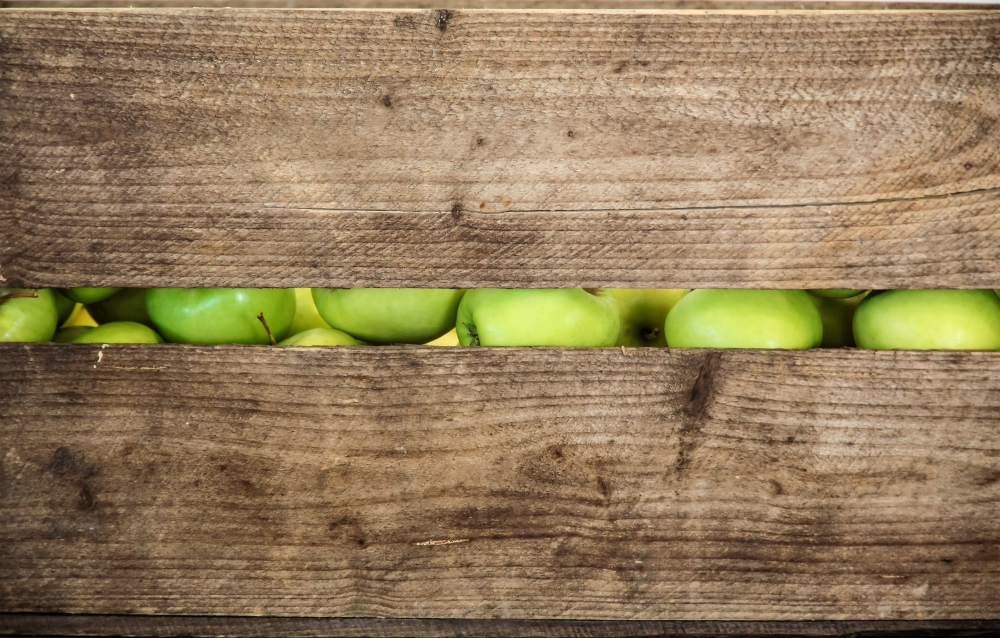2018-10-26bblog-bw-bigstock-green-apple-in-a-wooden-box-75584680.jpg